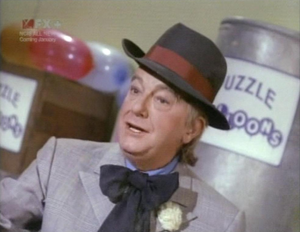 Maurice Evans as The Puzzler